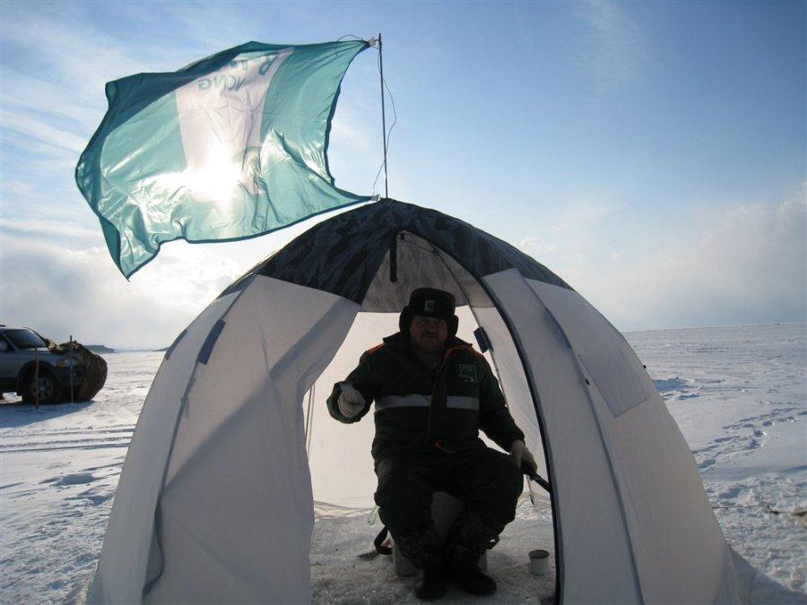 ловля Байкалького омуля зимой в палатке